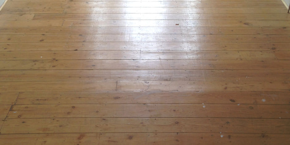 Before-LOUNGE/DINING OILED PINE BOARDS IN WOOD GREEN